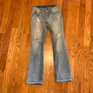 Light wash cowgirl up 27/34 distressed jeans